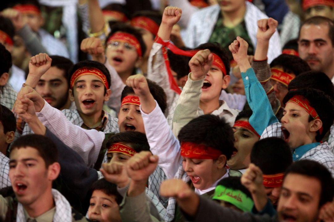 Image result for دانش آموزان بسیجی